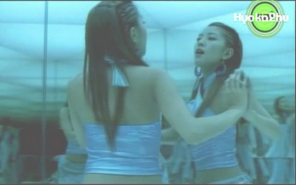 track亦收录了她为电影《太极旗生死兄弟》(taegukgi)主唱之日本版片